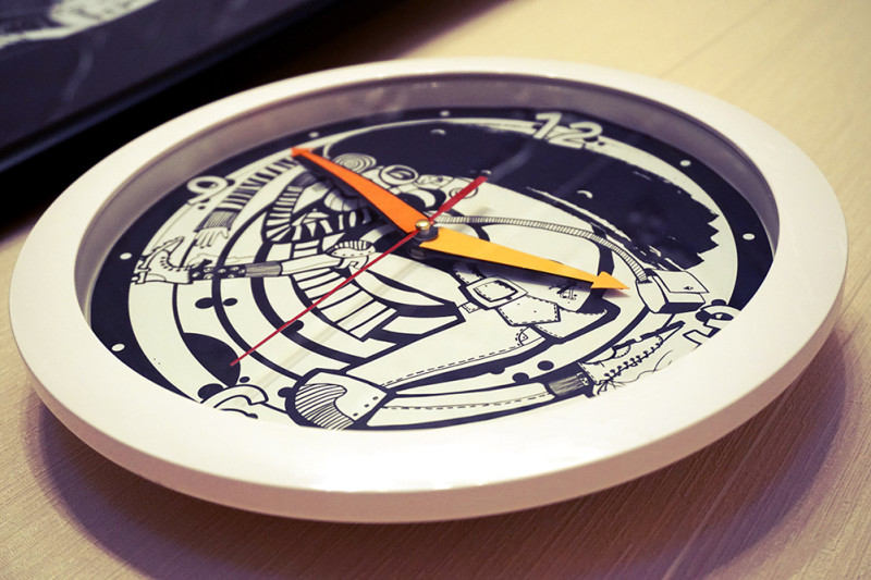 "Photo of clock with Ariadna's illustration ""Clock runs"""